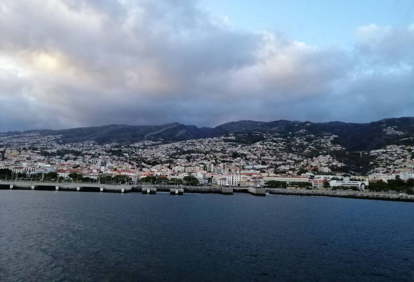 Madeira vista do barco Lobo Marinho